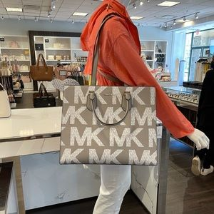 Michael Kors Everly Large Tote